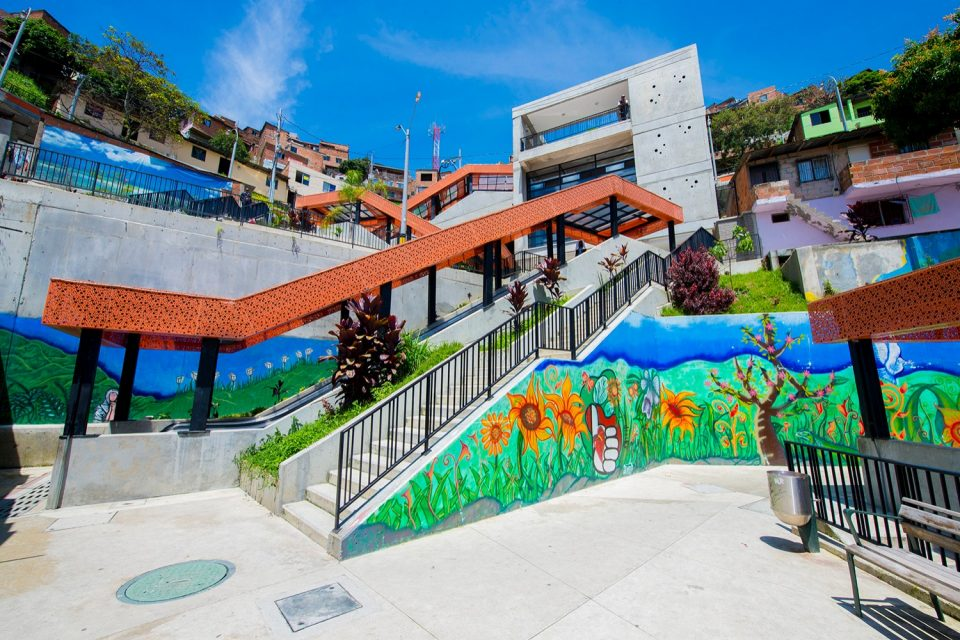 medellin-escalators-outdoor-art.jpg