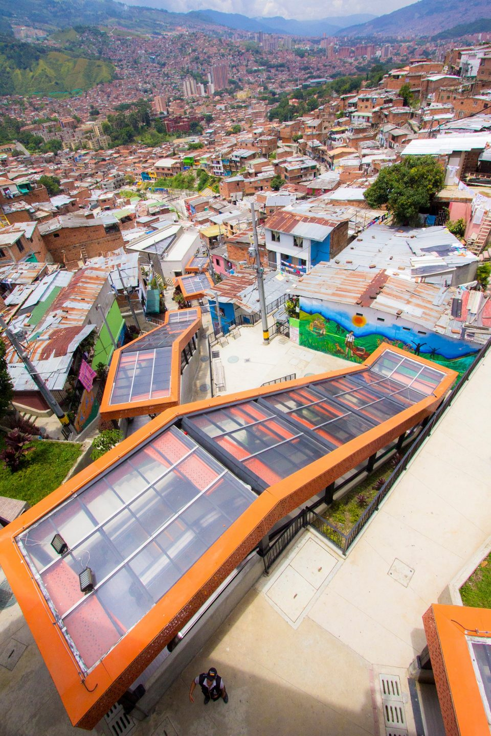 medellin-escalators-outdoor-roof.jpg