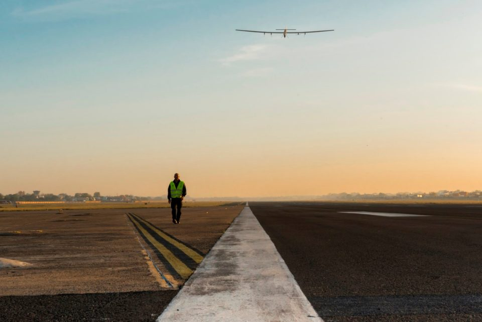 Solar Impulse takes-off from Varanasi to Mandalay - Solar Impulse takes-off