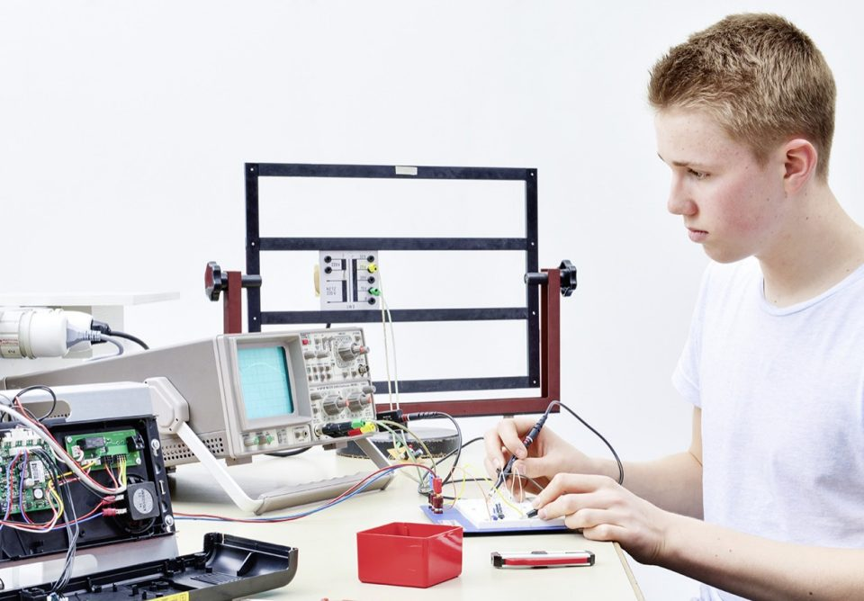 Electronics engineer EFZ